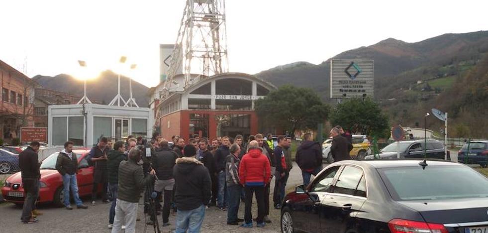 Cinco trabajadores de subcontratas de Hunosa se encierran en el pozo Santiago