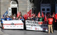 Funcionarios de la cárcel se concentran en Oviedo por la equiparación salarial