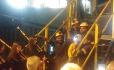 Los cuatro encerrados en el Pozo Santiago abandonan la mina ante la presión de Hunosa