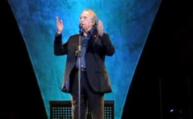 Serrat interrumpe un concierto en Barcelona después de que le reclamasen que cantase en catalán