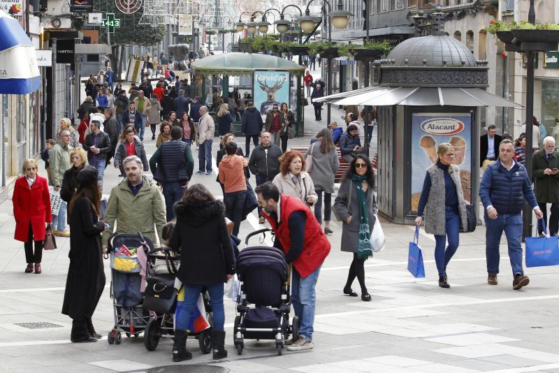 Las compras de última hora llenan las tiendas en Asturias