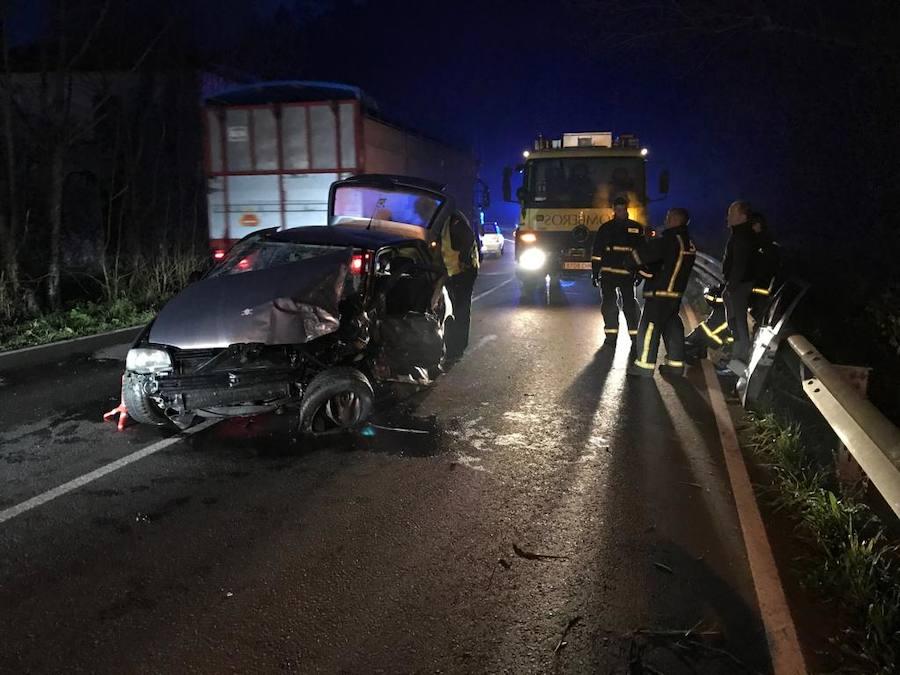 Cinco heridos en la tarde de Nochebuena tras colisionar dos vehículos en Llanes