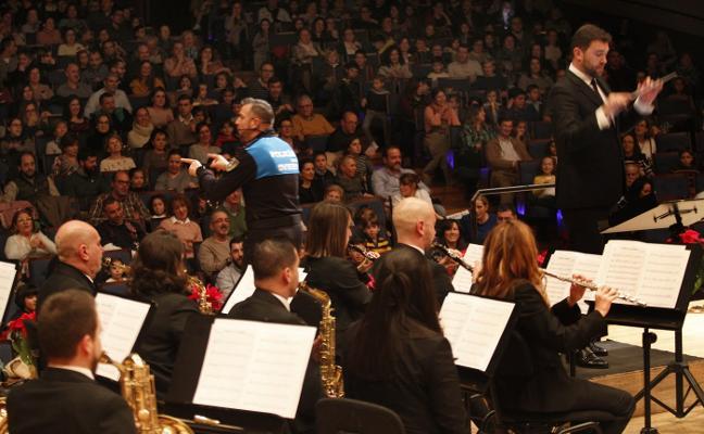 El Poli Marchoso triunfa con sus ritmos en el Auditorio