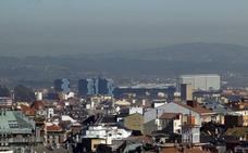La ausencia de viento y lluvia mantiene activo en Oviedo el protocolo de contaminación del aire