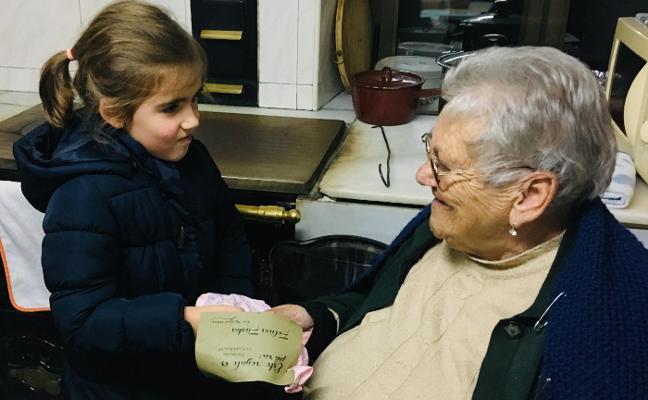 Las Salguerinas reparten regalos en Pillarno
