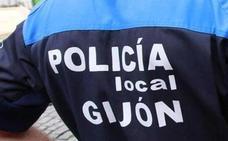Hallan a un hombre semidesnudo en un almacén de Gijón gritando que la Policía le quería violar