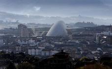 Oviedo mantiene los baldeos por la contaminación a la espera de la llegada de la lluvia