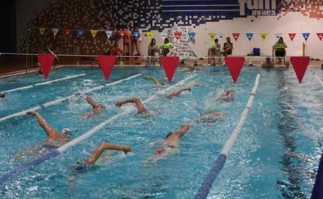 Más de sesenta nadadores se mojan a favor de 'Pequeños Héroes'