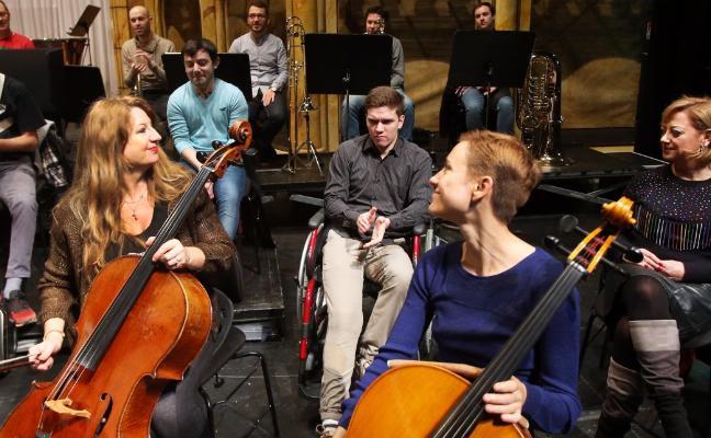 Visita de la ONCE al ensayo de Oviedo Filarmonía