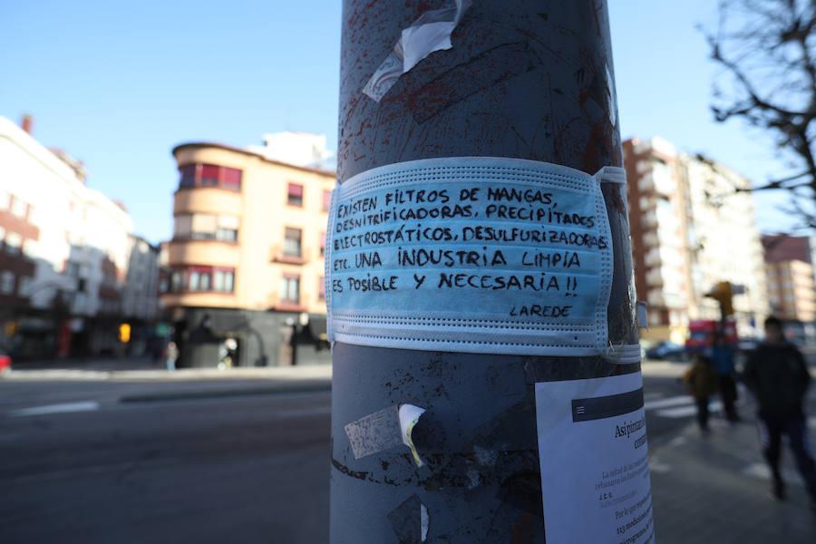El barrio gijonés de La Calzada, empapelado contra la contaminación