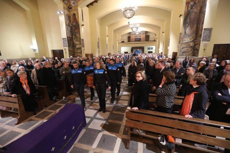 Emotivo y multitudinario funeral de Manuel Ponga en Llaranes
