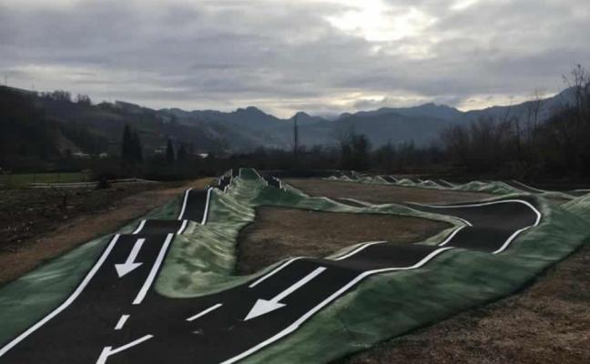 Laviana ultima los detalles del circuito para bicicletas de montaña de adultos
