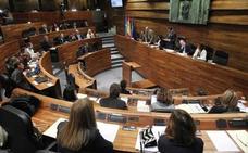 La oposición acusa al PSOE asturiano de «sumisión» ante Sánchez y señala la urgencia del «cambio»
