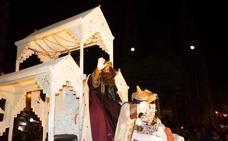 Los Reyes Magos llegan a Avilés abordo de La Rechalda