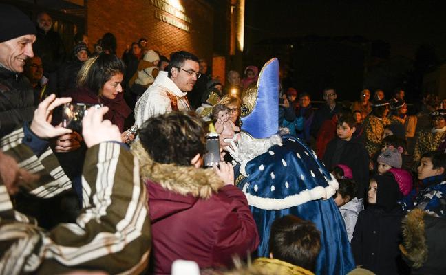 Sus Majestades recorren todo Oviedo
