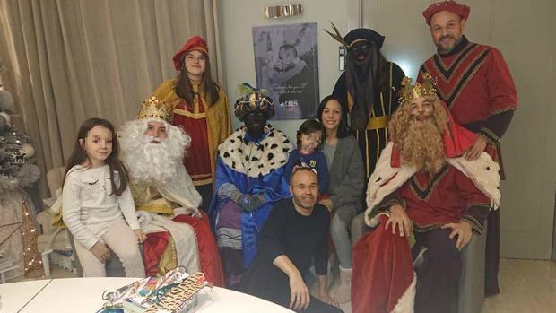¿Sabes por qué critican esta foto familiar de Iniesta?