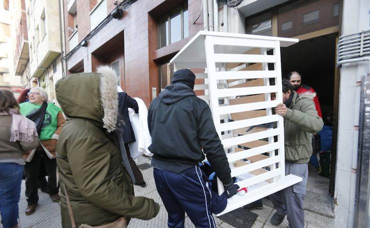 Desahucian a una pareja y su hijo de 11 meses por impago en Oviedo