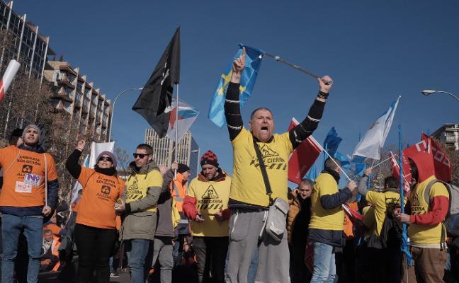 Los trabajadores de Alcoa acusan al Gobierno de falta de alternativas contra el cierre