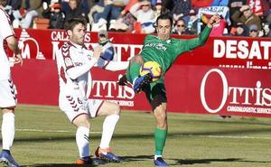 Al Sporting se le escapan dos puntos por un gol en fuera de juego (1-1)