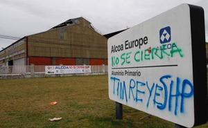 Alcoa presenta a los trabajadores su oferta, que solo daría empleo a 200 personas entre las dos plantas