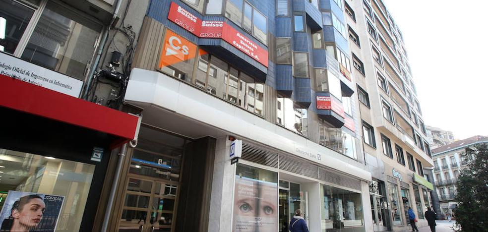 Vox abre sede en Oviedo justo encima de la de Ciudadanos