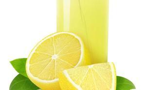 Sanidad alerta del riesgo de consumir este zumo de limón