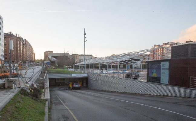 El Ayuntamiento recibe treinta ofertas por las plazas del parking de Las Meanas