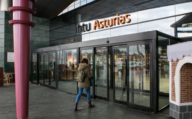 Roban cien teléfonos móviles valorados en cincuenta mil euros en una tienda de Intu