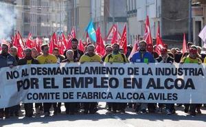 El Gobierno insta a Alcoa y sindicatos a garantizar el empleo en Avilés y A Coruña