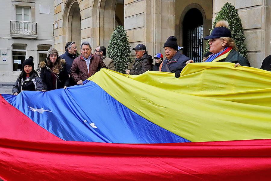 Protesta de los venezolanos en Gijón contra las políticas de Maduro