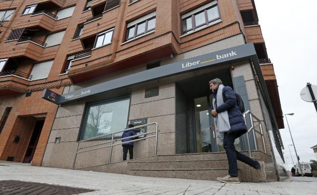 Un policía fuera de servicio frustra un atraco a una sucursal de Oviedo