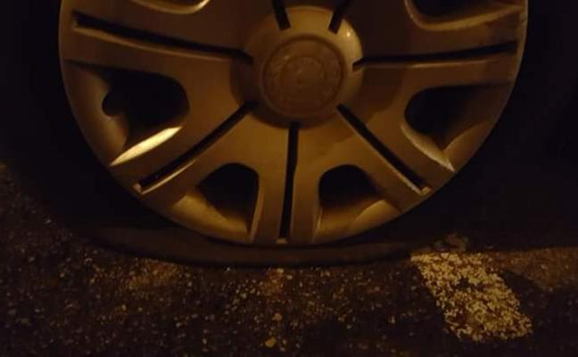 Aparece otro coche con las ruedas pinchadas en El Natahoyo