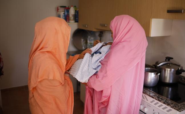 La familia saharaui de Caso ya tiene calefacción y agua caliente