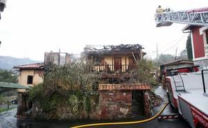 Un joven, herido por quemaduras en el incendio de una vivienda en Oviedo