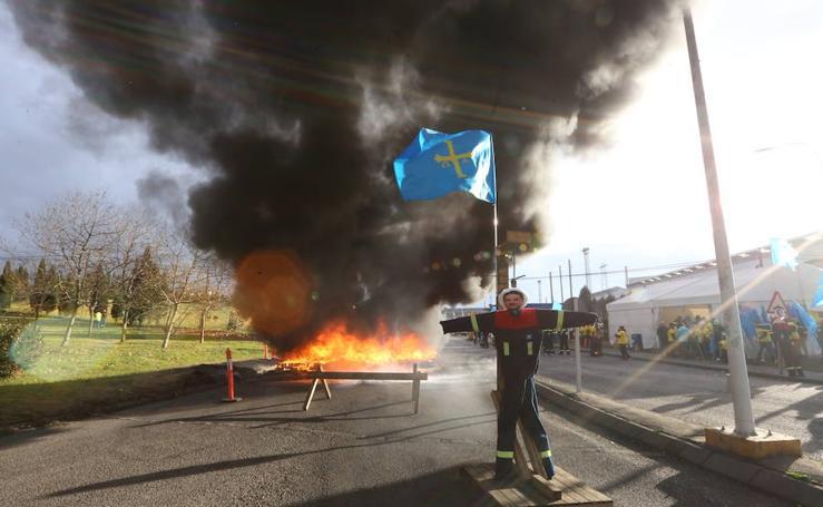 Marcha para defender los puestos de trabajo en Alcoa