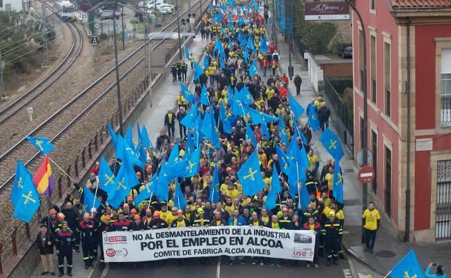 Avilés se echa a la calle para frenar el cierre de Alcoa solo tres días antes de que expire el plazo