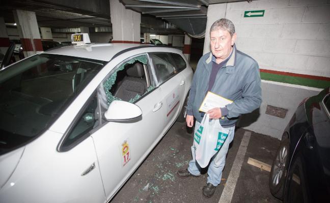 Causan destrozos a una veintena de coches en dos garajes de Avilés
