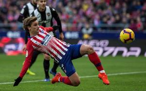 El Atlético se agarra a Griezmann y al VAR