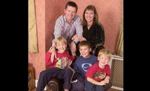 La súplica del multimillonario que después de 20 años de criar a tres hijos se enteró de que era estéril