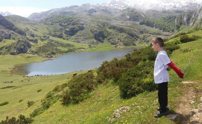 El niño que soñaba con los Lagos de Covadonga busca un donante