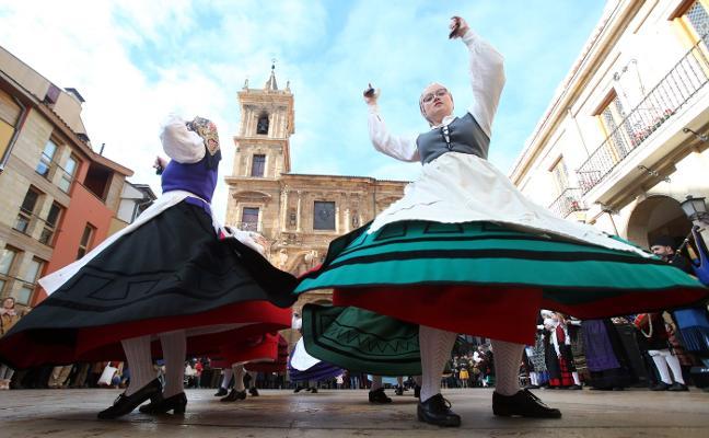 El folclore tradicional llena El Antiguo