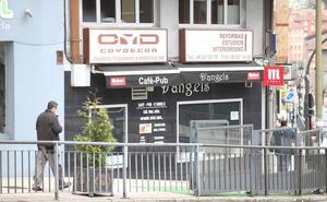 Agrede a machetazos a tres personas después de que le negaran una cerveza en un bar de Oviedo