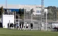 Javier Fernández arropa al equipo antes de la Copa