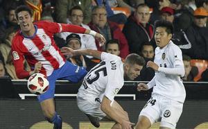 El Sporting cae con la cabeza alta ante el Valencia