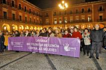 Centenares de mujeres salen a la calle al grito de «ni un paso atrás»
