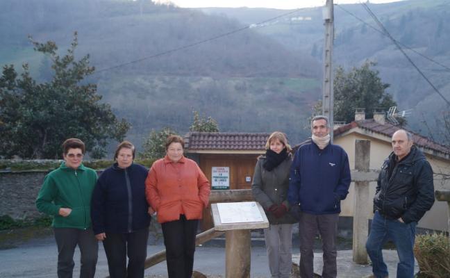 Los vecinos de Limés, en Cangas, ponen nombre a los rincones del pueblo