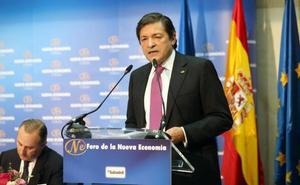 Javier Fernández ve «alternativas» para las factorías de Alcoa, pero reclama más tiempo