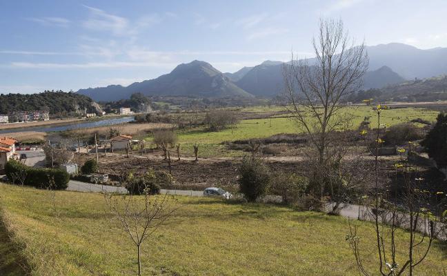 Costas cede a Ribadesella los terrenos para crear una zona verde en La Mediana
