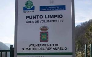 Cogersa coloca el escudo de Carreño en el cartel del punto limpio de Sotrondio