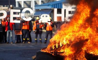 Alcoa aplaza a julio sus despidos masivos en Avilés y La Coruña